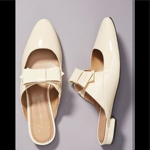 New 7.5 Anthropologie Laurie Bow slides beige
